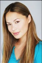 主演Moon Bloodgood